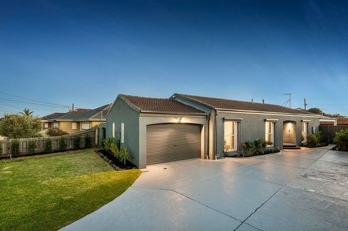 Tom Russett - 15 Chaumont Drive Avondale Heights