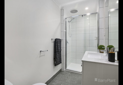 2/4A Berry Road Bayswater North image