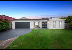 37 Hollington Crescent Point Cook