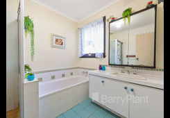 8 Lumeah Crescent Ferntree Gully image